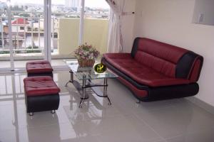 Sofa da công nghiệp đơn giản, hiện đại rất phù hợp với những phòng trọ ở tầng 1