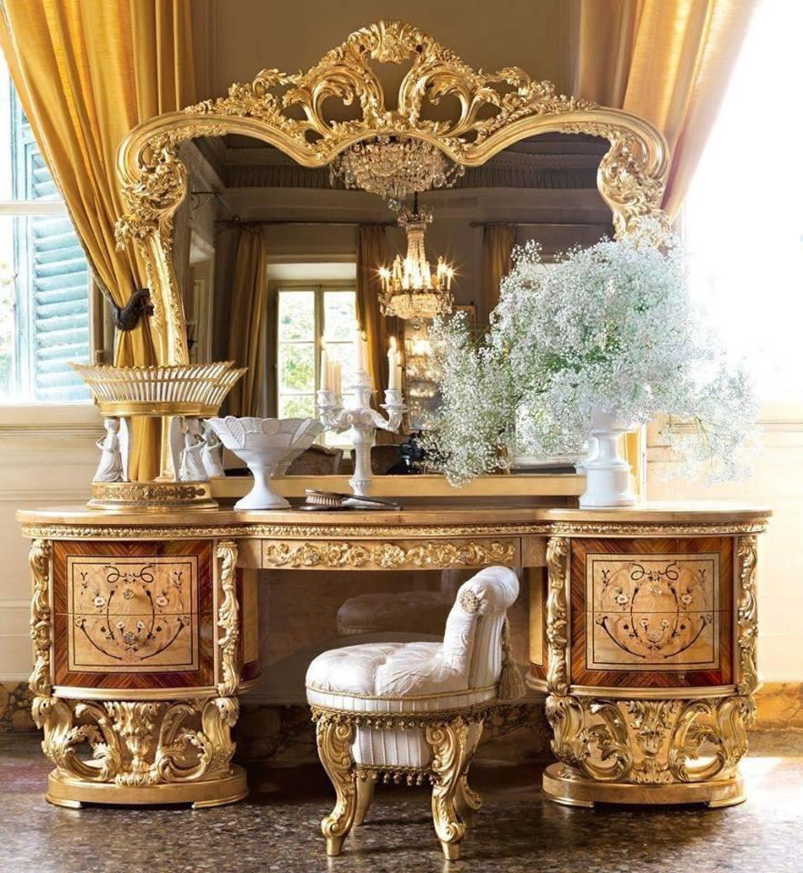 bàn trang điểm dát vàng