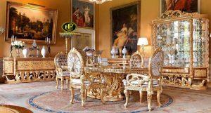 Ngày nay nhiều gia đình lựa chọn tủ rượu dát vàng để bài trí trong phòng khách